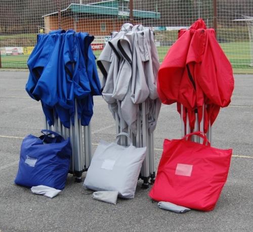 Nůžkové stany složené - odnosné tašky na bočnice
