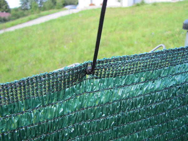 SuperPlotes - detail uchycení páskou k plotu