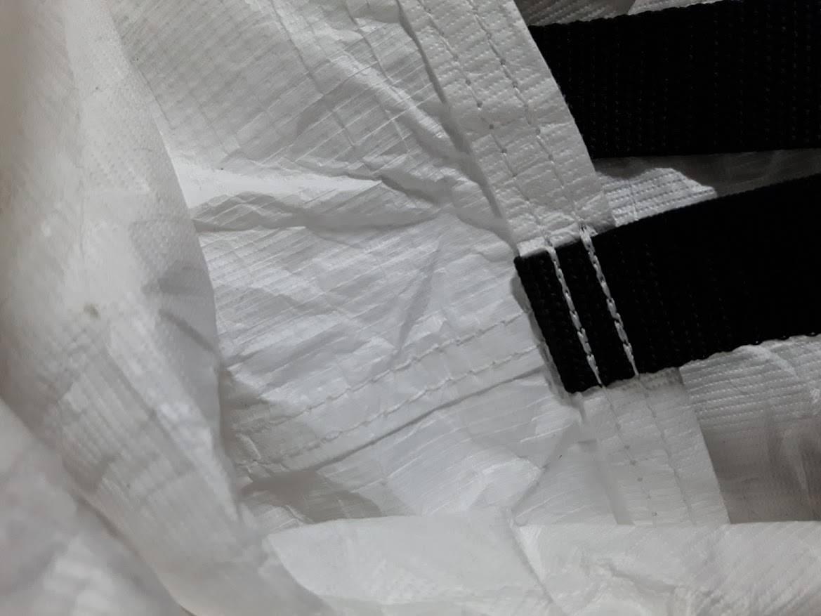 Autoplachta z tyveku detail - špičková pevnost šití
